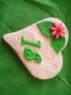 i bellissimi biscotti che ha fatto la mia amica per i 18 anni di sua figlia