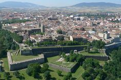 Pamplona: Die Stadt San Fermin, Geschichte und GastronomieParadies auf ErdenFür ja TerrenalSi gibt es keine perfekte Stadt für einen Kurzurlaub in d...