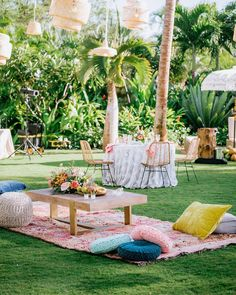 La Tavola Fine Linen Rental: Ashton Peach/Navy | Venue: Four Seasons Resort Lanai, Event Planning & Design: Unveiled Hawaii