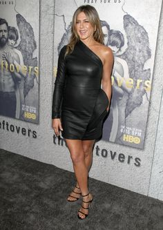 Jennifer-Aniston-Leather-Dress-09-1491398896.jpeg (800×1129)