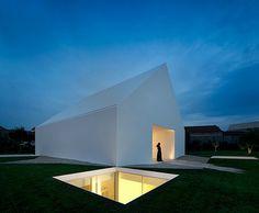 Maison sans fenêtre et sous-terraine house without windows..