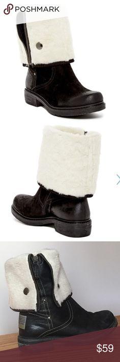 Manas Faux fur lined zip black boot. Size 38 Manas Faux fur lined zip black boot. Size 38. Description and measurements in last picture Manas Shoes Combat & Moto Boots