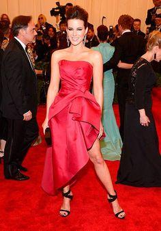 Kate Beckinsale in Aberta Ferretti