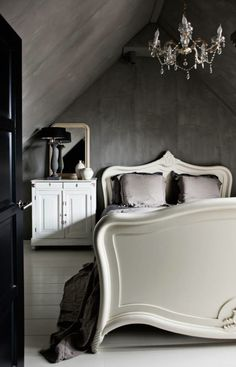 Fresco lime paint from Pure & Original in the color Elephant Skin. Cred. NStyling/Morten Holtum