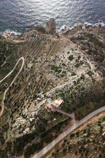 Între mare și cer, într-un turn medieval. Vacanța în cel mai sudic punct al Greciei.