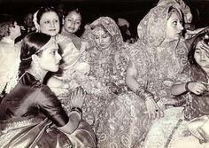 Blast from the past: Neetu Singh's wedding pic with Rekha, Babita & Karisma Kapoor