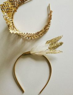 Upgrade a simple plastic headband for NYE with all things gold. Nye Party, Festa Party, Party Hats, Party Time, Party Favors, Feather Headband, Diy Headband, Headbands, Photobooth Ideas