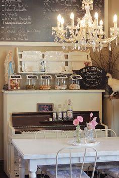 White Vintage Home: Das Cafè danach