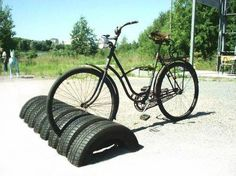 Recycling used tires for bike storage, great ideas to reuse and recycle old car tires Bicycle Stand, Bicycle Rack, Bike Stands, Bicycle Wheel, Bicycle Parts, Diy Recycling, Reuse Recycle, Reduce Reuse, Recycling Storage