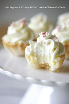 Mini Peppermint Cream White Chocolate Cheesecake Tarts, what a mouthful, but sounds delish Mini Desserts, Just Desserts, Dessert Recipes, Party Desserts, Dessert Tarts, Plated Desserts, Holiday Baking, Christmas Baking, Cheesecake Tarts