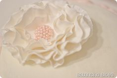 flower on cake / How to Make A Ruffled Fondant or Gum Paste Flower