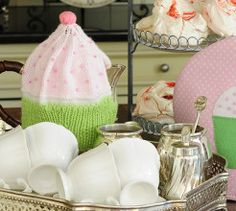 Style up your tea parties with this knitted cupcake tea cosy pattern for chilly winter days. Knitting Patterns Free, Knit Patterns, Free Knitting, Free Pattern, Tea Cosy Pattern, Found You, Coffee Cozy, Something Beautiful, Tea Party