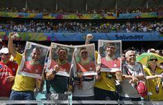Adeptos no estádio Fonte Nova em Salvador, Brasil AFP PHOTO / ODD ANDERSEN