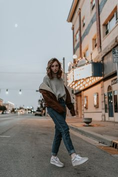 senior photography, senior girl, senior picture ideas, night portrait -You can find Senior photography and more on our website. Summer Senior Pictures, Cute Poses For Pictures, Senior Photos Girls, Senior Girls, Night Pictures, Downtown Senior Pictures, Urban Pictures, Photography Senior Pictures, Portrait Photography Poses