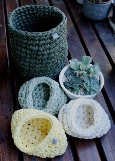 Canastas tejidas a mano via Gato Contento www.gatocontento.tiendanube.com