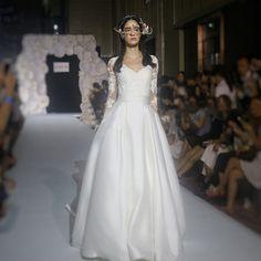2017 여름 새로운 긴 소매 웨딩 드레스 공주 신부 후행 새틴 웨딩 드레스 유럽과 미국 간단한 한국어 슬림