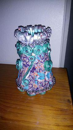 Vase en papier journal rouler avec vase en plastique
