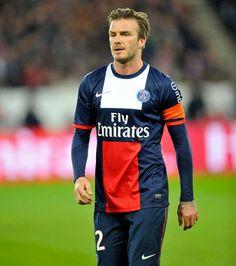 David Beckham aura eu comme dernier maillot celui du PSG Psg, Football, David Beckham, Hipster, Long Sleeve, Sports, Sleeves, Mens Tops, T Shirt