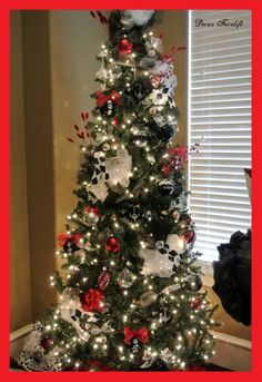 40 christmas table decors ideas to inspire your pinterest followers christmas pinterest christmas tables christmas tablescapes and holiday decorating - Black Red White Christmas Decorations