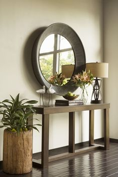 Jeff Lewis.  Notice the accessories - the heights flow like a wave.                                                                                                                                                                                 More #TallLamp