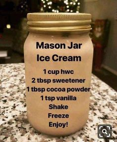 My Keto Adventure on Mason Jar Ice Cream A friend told me to add a tablespoon of vodka to it so it wouldnt get icy. I didnt have regular vodka on hand so I Helado Keto, Keto Eis, Low Carb Sweets, Low Carb Desserts, Low Carb Recipes, Stevia Desserts, No Cook Desserts, Cooking Recipes, Hacks Cocina