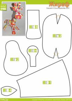 crédit photo Pretty Toys  Je viens de découvrir un site, en russe malheureusement (mais google translate permet de faire des miracles !) qui propose de jolis patrons pour fabriquer des peluches en tissu : girafe, hérisson, grenouille, nounours, hippopotame, renard.... Il y a une trentaine de patrons au total. Le site s'appellePretty Toys. Les explications sont succinctes mais les pièces sont nommées en anglais ce qui vous permettra de savoir où elles vont !