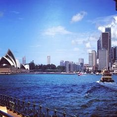 And this is why Sydney is THE place to live. Lunch at #MilsonsPoint #Summer. Family Travel