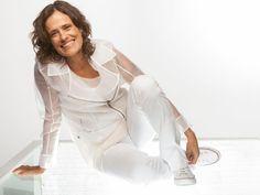 Com voz e violão, Zélia Duncan canta 'O lado bom da solidão' no DF - http://anoticiadodia.com/com-voz-e-violao-zelia-duncan-canta-o-lado-bom-da-solidao-no-df/