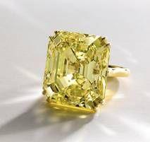 . Vivid yellow diamond ring; bellissimo !