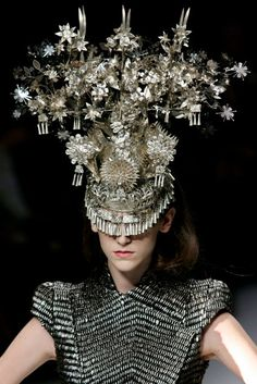 Alexander McQueen, Dress 'Le Dame Bleu' Spring/Summer 2008. Hat by Philip Treacy.