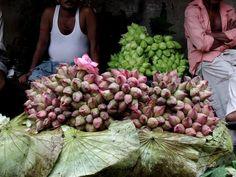 #flowers #aromaterapia - flores pelas ruas Mallick Ghat Flower Market  Kolkata, India