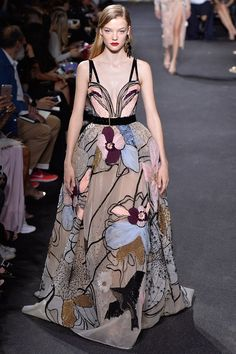 Elie Saab Fall 2016 Couture Fashion Show - Roos Abels (Ford) Elie Saab Couture, Runway Fashion, High Fashion, Fashion Show, Fashion Design, Paris Fashion, Fashion Goth, Couture Dresses, Women's Dresses