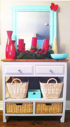 Prepare your entrance for the Holidays using a combo of colours: Turquoise and Red