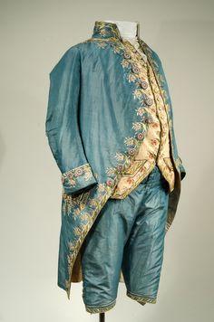 """Seidener Herrenanzug (habit habillé) Italian(?), circa 1790"" From the Bayerisches Nationalmuseum Munich via http://blog.bernina.com/de/2014/12/mode-aus-dem-rahmen/#comments"