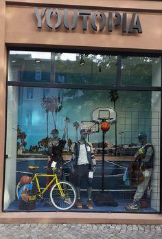 Unsere PVC Frontlit Standard Banner finden ihren Einsatz auch in Schaufenstern. Hier ein Beispiel von dem Unternehmen Youtopia.