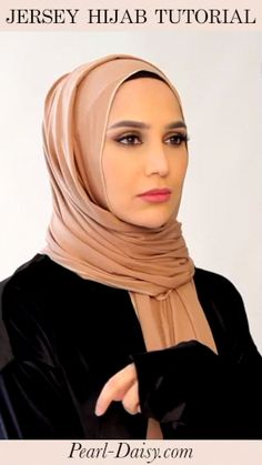 Hijab Fashion 184155072253044601 - Check out more and on Pearl Daisy! Click the link to check it out… Source by amenaofficial Turkish Hijab Tutorial, Hijab Style Tutorial, Pasta Primavera, Hijab Turban Style, Simple Hijab, Stylish Hijab, Head Scarf Styles, Hijab Fashion Inspiration, Hijab Dress
