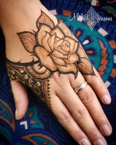 94 Easy Mehndi Designs For Your Gorgeous Henna Look Peacock Mehndi Designs, Stylish Mehndi Designs, Mehndi Designs For Beginners, Mehndi Design Pictures, Dulhan Mehndi Designs, Wedding Mehndi Designs, Mehndi Designs For Fingers, Latest Mehndi Designs, Henna Tattoo Designs