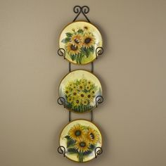 Love these themed sunflower plates displayed in a simple black plate hanger. Sunflower Themed Kitchen, Sunflower House, Sunflower Kitchen Decor, Sunflower Art, Sunflower Design, Sunflower Pictures, Mexican Kitchen Decor, Kitchen Decor Signs, Kitchen Decor Themes