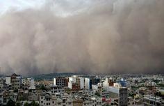 Tempestade de areia com ventos a 110 km/h deixa mortos em Teerã