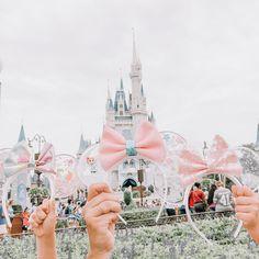 Disney Mug, Disney Minnie Mouse Ears, Disney Headbands, Cute Disney Pictures, Disney Secrets, Park Pictures, Disney Aesthetic, Disney Wallpaper, Disney Style