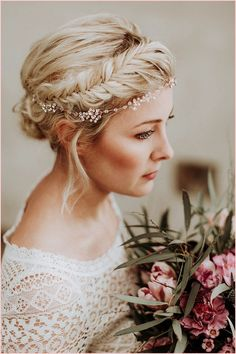 Wedding hairstyles with floral wreath inspirational new bridal hairstyles for long hair haare hochzeit wreath wedding flowers flowers summer flowers white wedding Bride Hairstyles For Long Hair, New Bridal Hairstyle, Wedding Hairstyles, Hair Updo, Ladies Hairstyles, Beautiful Hairstyles, Hairstyle Ideas, Medium Hair Styles, Short Hair Styles