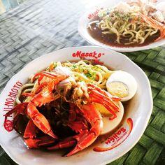 Mie Celor Palembang kari udang dan rajungan a la Warung Bu Ana depan Puskesmas Lingkar Timur Bengkulu || Palembang Style Brewed Noodle with Crab and Shrimp Broth by Mrs. Ana, in front of Puskesmas Lingkar Timur Bengkulu