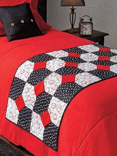 Quilting - Bed Quilt Patterns - Runner Patterns - Fly Right Bed Runner Colchas Quilt, Quilt Bedding, Quilt Top, Bed Quilts, Table Runner And Placemats, Quilted Table Runners, Bed Runner, Bed Quilt Patterns, Skinny Quilts