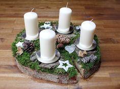 Adventskranz - Adventsgesteck Natur Holzscheibe Baumscheibe weiß - ein Designerstück von CharLen-Dorit bei DaWanda