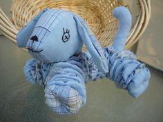 Yo Yo Puppy dog Fabric Toys, Fabric Crafts, Sewing Crafts, Quilting Projects, Sewing Projects, Yo Yo Quilt, Honeycomb Stitch, Crafty Craft, Crafting