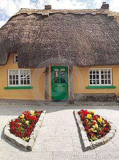 Irish thatched cottage #Ireland #Eire