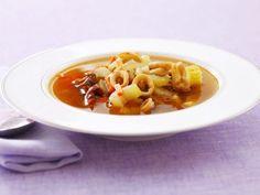Calamarisuppe mit Kapern und Sellerie ist ein Rezept mit frischen Zutaten aus der Kategorie Tintenfisch. Probieren Sie dieses und weitere Rezepte von EAT SMARTER!