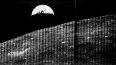 """Image copyright                  NASA / LOIRP Image caption                                      La foto que hoy cumple 50 años hizo historia: """"Estabas viendo al planeta desde otro cuerpo desolado y eso ponía a la Tierra en perspectiva en el espacio"""", cuenta Friedlander.                                Fue la primera imagen que se tomó de la Tierra desde la Luna y cuando se la publicó hace ahora 50 años, impactó al mundo.  &quo"""
