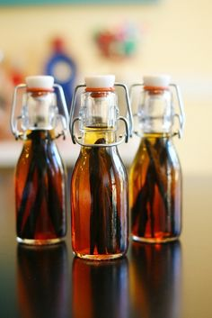 DIY Vanilla Extract - LOVE the bottle used