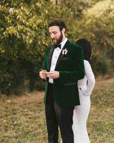 Vintage Green Velvet Groom Tuxedo Suits Men for Wedding Smoking Jacket Best Man Blazer Costume Homme Slim Fit Terno Masculino Tuxedo Wedding, Wedding Groom, Wedding Suits, Wedding Tuxedos, Green Wedding Suit, Lace Wedding, Wedding Verses, Wedding Flowers, Ruston Kelly